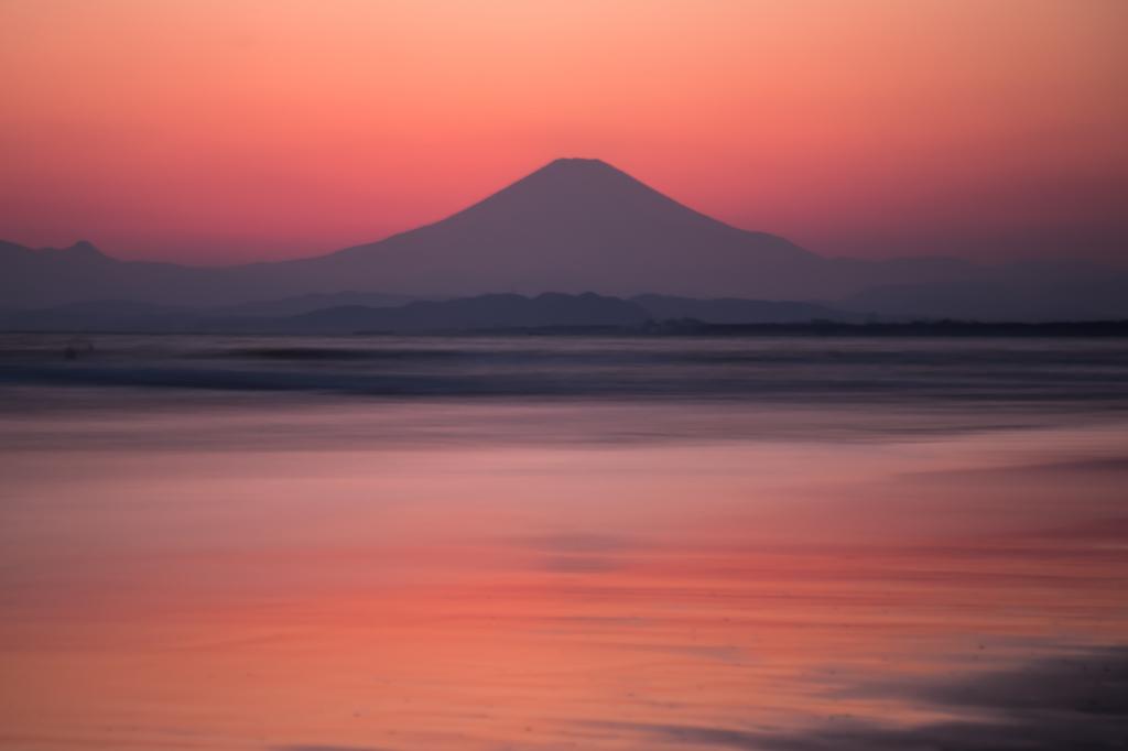majichour集2018-03-25 片江海岸よりマジックアワー富士山.jpg