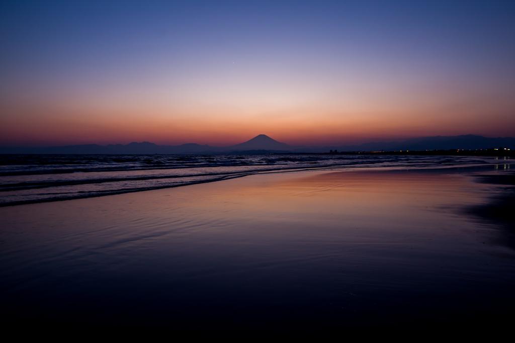 majichour集2018-03-25 片江海岸よりマジックアワー富士山2.jpg